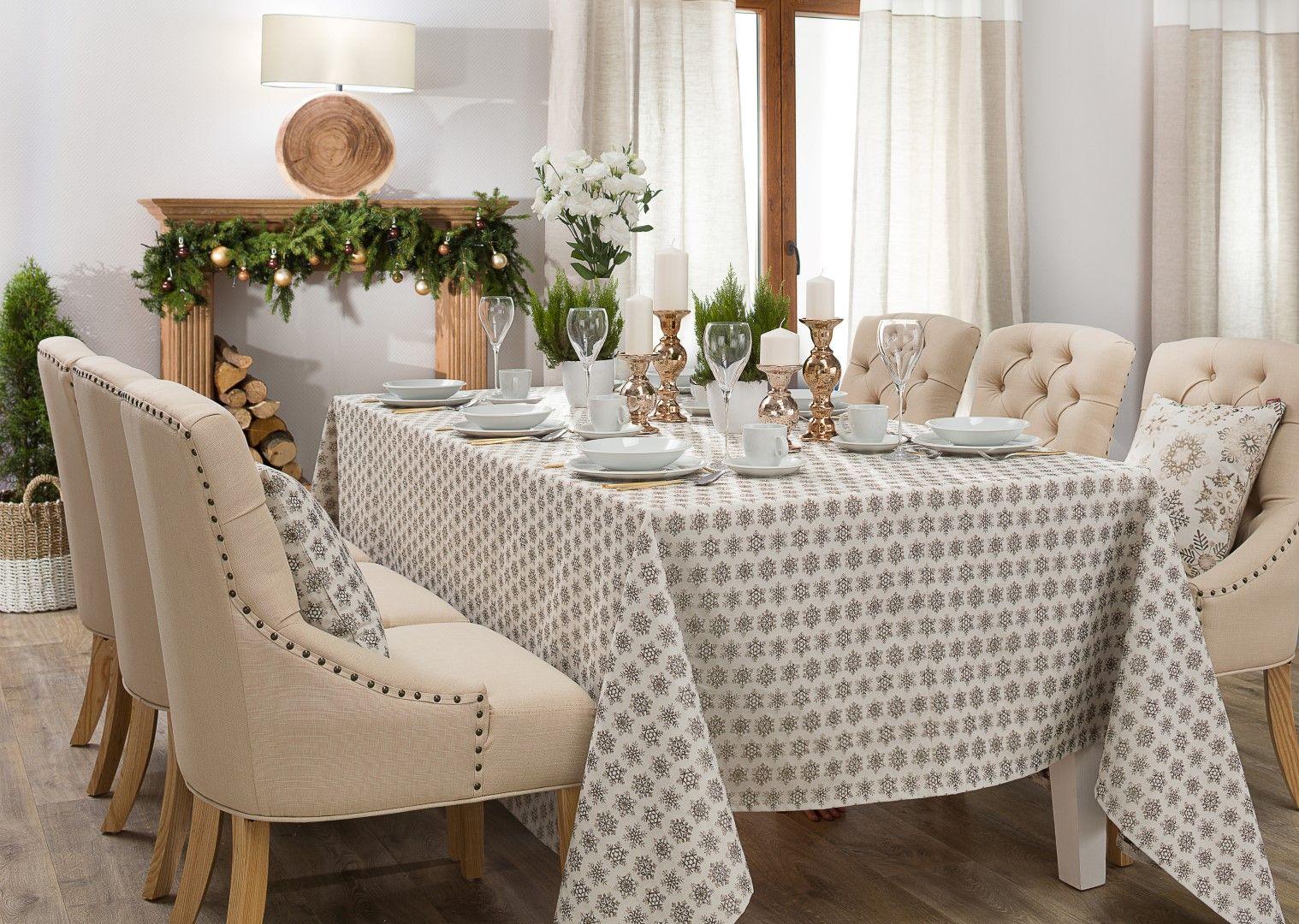 Weihnachtliche Dekoration mit elegantem Grau